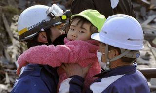 Japan-earthquake-child-re-007